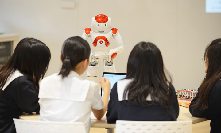 ロボットを活用したプログラミング教育