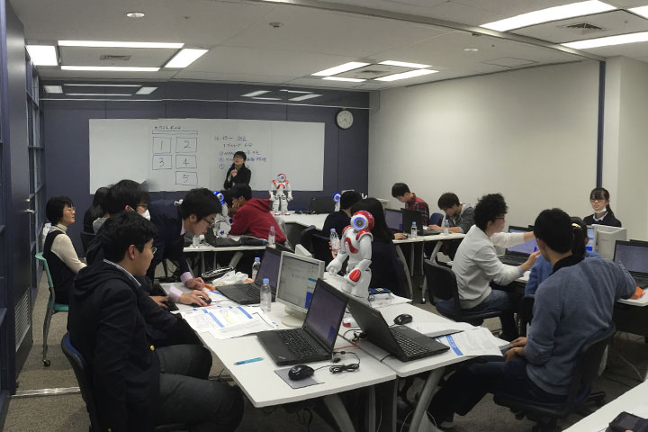 ロボットNAO導入事例: 高校生向けプログラミング学習(東京都立戸山高等学校)