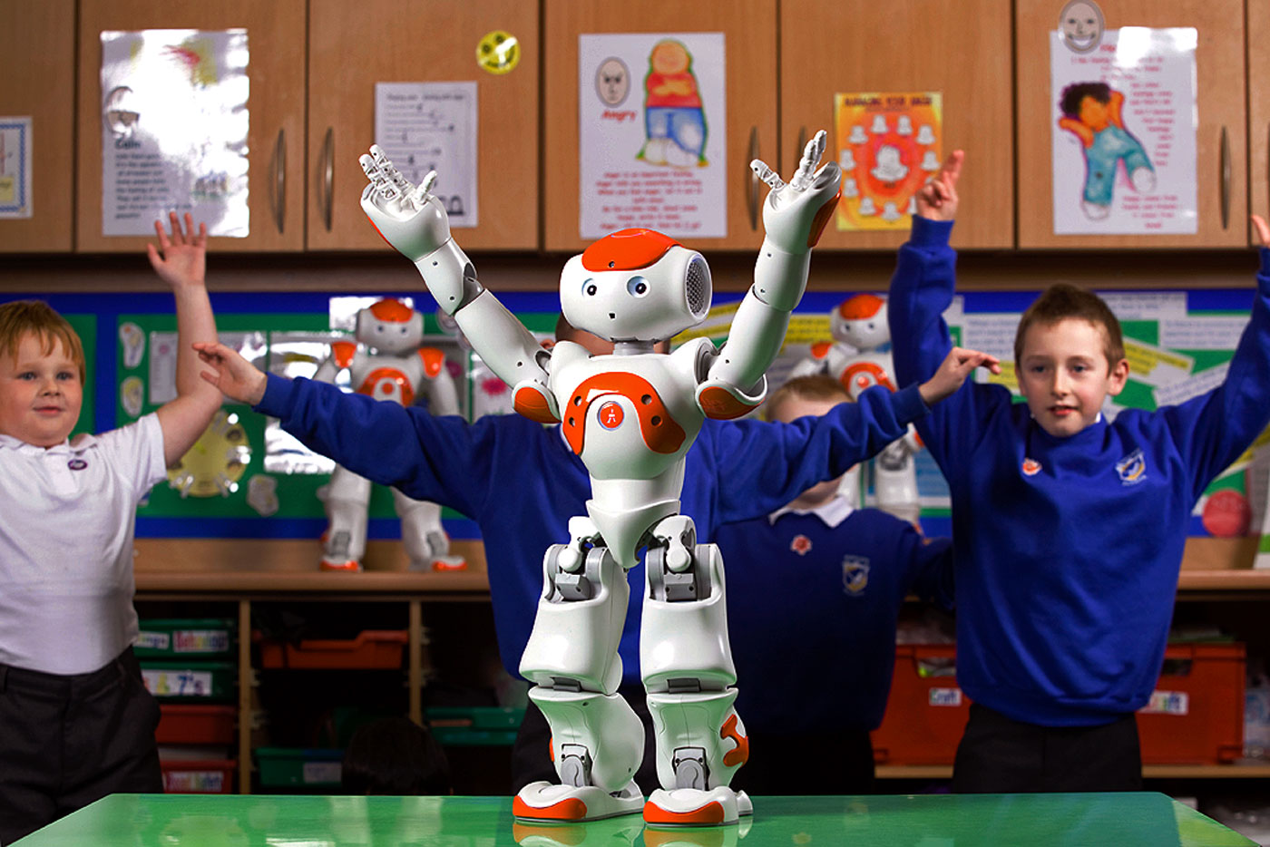 ヒューマノイドロボット NAOによる自閉症療育支援ソリューション