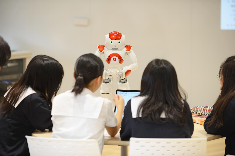 ロボットを教材とした情報科の新しい学びの実現