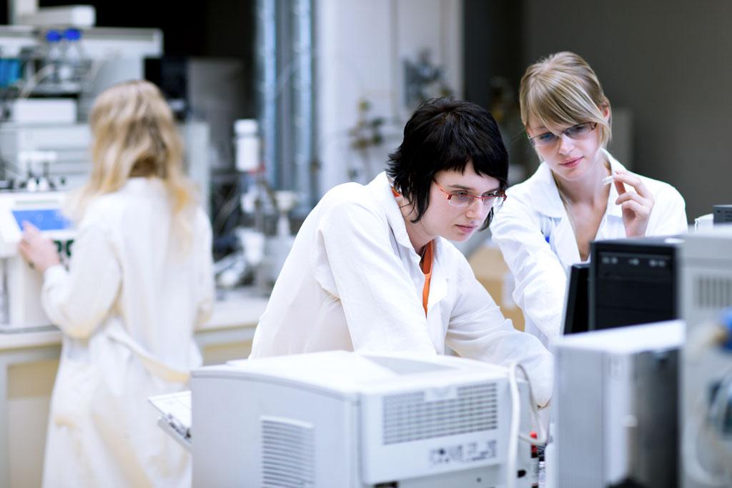 検査・分析業務に特化したRPA